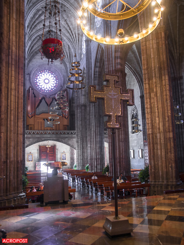 templo-expiatorio-expiatory-church-guadalajara-mexico-neo-gothic-architecture-40 View of the church towards the organ | Vista interna de la iglesia mirando hacia el órgano.